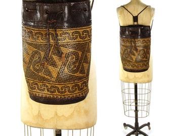 J Peterman Backpack / Vintage 90s Woven Drawstring Bucket Bag / Straw & Leather Rucksack / Ethnic Tribal Hippie Boho Large Basket Purse