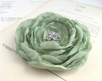 Sage green Flower Hair Clip.Sage green flower Brooch.Pin.Bridal headpiece.Corsage.Sage Green hair piece.Sage Green Headpiece.Dusty Green