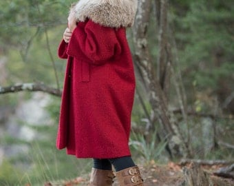 Vintage Cranberry Red Boucle Knit Lush Fox Fur Collared Winter Coat (Size Medium/Large)