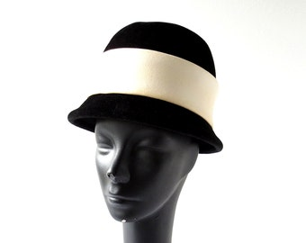 Vintage 1960s Hat / Mod Hat / Black and White Hat