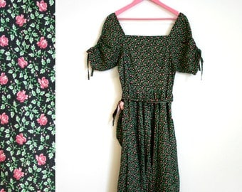 Vintage 1960s Small Floral Rouched Short Sleeved Belted Cotton Dress Size M-L