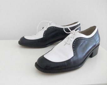 Stuart Weitzman Navy and White Leather Spectator Oxfords, Size 5 1/2