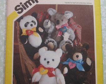 Stuffed Bears to Sew and Make: Assorted Styles of 16 inch Bears Vintage 1980's Simplicity Pattern 6142 Cut/Complete