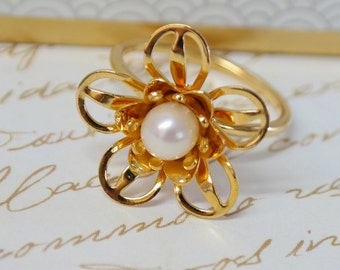 Pearl Flower Ring, Gold Pearl Ring, Pearl Bridal Ring, Wedding Jewelry, White Pearl Ring, Unique Flower Ring, Wedding Ring, Gift for Women
