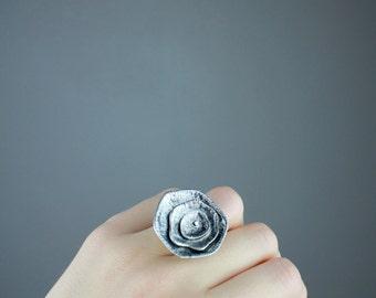 floral statement ring, matte silver-plated, adjustable