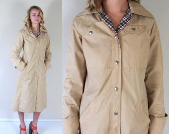 vtg 70s tan HOODED plaid lining TRENCH COAT Medium fitted skinny preppy spy retro indie jacket outerwear
