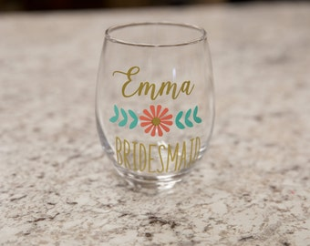 Bridesmaid gift, Wedding Party gifts, Personalized stemless wine glasses, Maid of Honor gift, bachelorette party favor, wedding flowers