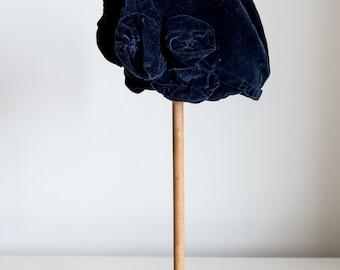 1920s Navy velvet rose cloche
