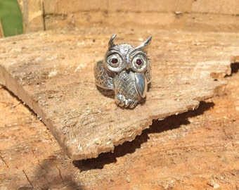 Owl Ring in Sterling silver Ruby eyes / whimsical jewelry / bird jewelry adventurer owl lover animal nature lover boho bohemian