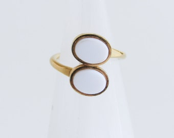 Sarah Coventry Vintage Gold Ring With White Oval / 1978 / Duo / Size 6 -6.5