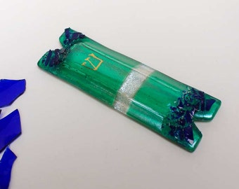 Mezuzah case with wedding glass shards, gold painted Shin or chai, fused dichroic glass custom gift Jewish weddings