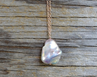 White baroque pearl pendant. Rustic organic solitary pearl necklace. Large while pearl drop necklace. Rose gold & lustrous pearl pendant