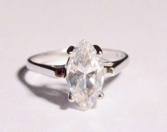 SALE Vintage Sterling Silver UTC Signed DQ Band Marquise Ring Size 6      (r1)