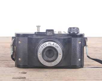 Vintage Camera / Fed-Flash / Old Camera / Antique Camera / Retro Camera / Antique Black Camera / Display Prop Decor