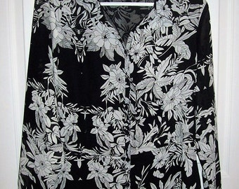 Vintage Ladies Black & White V Front Blouse by Milano Medium Only 8 USD