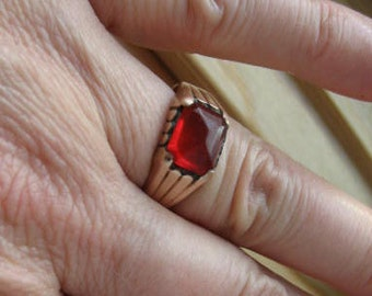 Vintage copper and carnelian, red stone ring.  Size 8 and half.