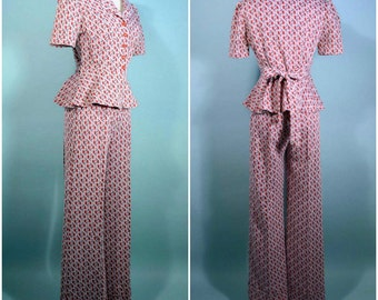 Vintage 70s Red White Floral Mod Pant Suit, Poly Knit Wide Leg Bell Bottoms, 70s Rocker Hippie Boho Penny Lane 2 Piece Set S