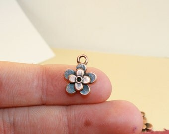 Flower Charms, 12 Charms, Antique Copper Metal, 14 x 11 mm - cg148