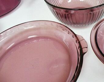 Vintage Pyrex Amethyst Purple Pie Plate // 70s Kitchen Serving Glass