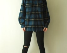 Vintage 80's 90s GRUNGE Flannel PLAID Tartan Lumberjack Shirt / 80s 90's BOYFRIEND Heavy Duty Warm Flannel Lightweight Pocket Jacket
