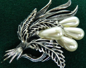 Brooch, BOTTICELLI PIN, Signed, Faux Pearls, 1960s, Very Good Vintage Condition