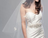 Single Tier Ivory Tapered Cascade Venise Lace Applique Bridal Veil Wedding Accessory