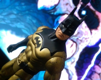 The Dark Knight Collection: Tec-Shield Batman Kenner Action Figure