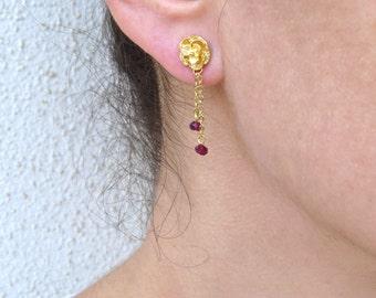 Garnet gold earrings, Gold flower stud earrings
