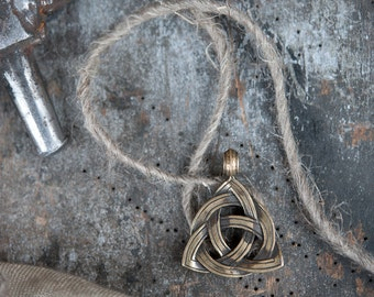 Bronze Celtic Eternity Triquetra Symbol/Irish Trinity Knot  - Amulet/ Pendant/Talisman