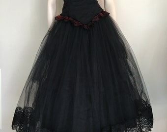 Vintage 80's Gothic Black and Red Strapless Tulle Prom Dress / Gothic Wedding / Halloween / Medium