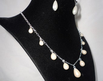 Elegant Teardrop Coated Pearl Necklace******