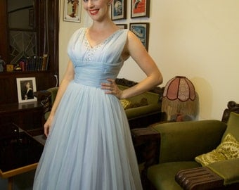 Stunning 1950s tea length prom dress