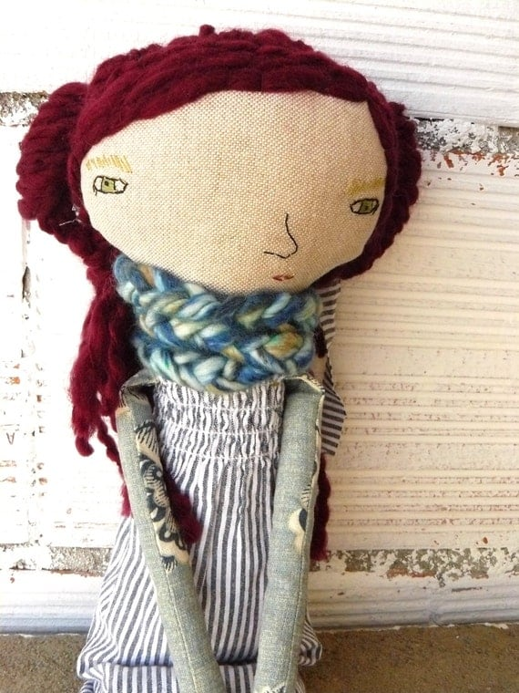 María Big doll. Linen and cotton in long curly wool hair. 19 inches