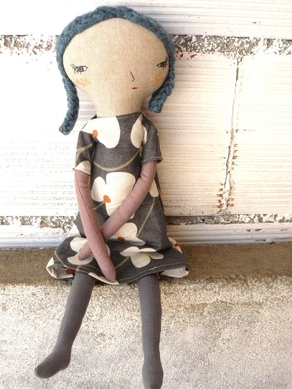 Eva Big doll. Linen and cotton in blue hair. 19 inches