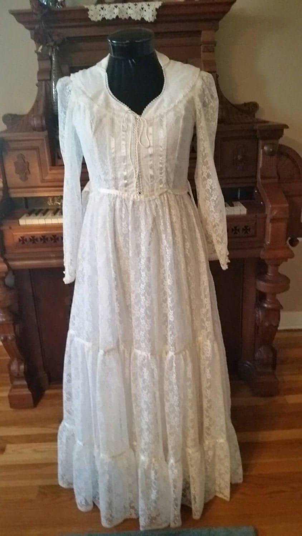 Beautiful 1970 39 s gunne sax wedding dress long white lace for Gunne sax wedding dresses