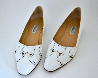 BALLY VINTAGE White Leather Low Heel Pumps || Made In Italy || Size 10