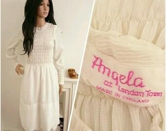 Vintage 60s Angela At London Town White Crepe Shirred Boho Folk Mod Dress / UK 8 / EU 36 / US 4