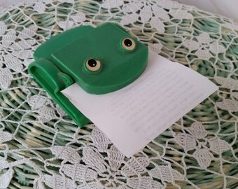 Green Frog Memo Clip Desk Accessory Post It Holder Paperweight Plastic 70's Kitsch Unique Retro Animal Decor FS