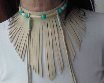 Neck Native American Style 1 rank bones and turquoise beads, leather fringed  - ref: C 77