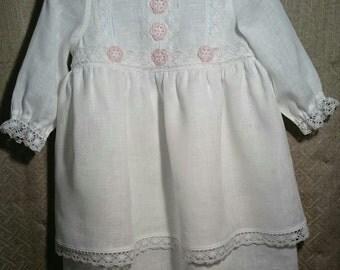 White Flower Girl Linen Dress. White Linen Dress for Flower Girls. Flower Girls White Linen Dress.