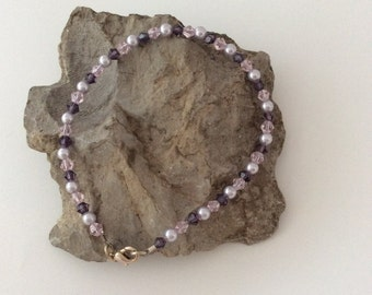 Delicate bracelet in pink and purple