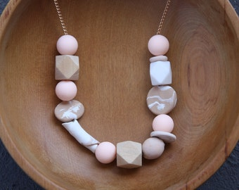 Free shipping in Australia - Beaded necklace in pink, caramel and white