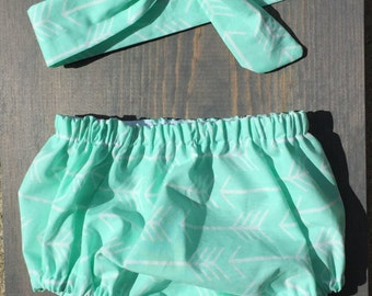 Baby Girl Bloomer and Bow - sizes 0-18 month