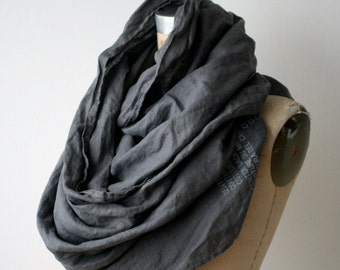 006 gray linen printed text scarf