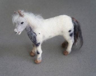 Needle Felted Horse Pony, Mini Horse Portrait Statue, Custom Portrait, Miniature Horse Pet Memorial, Wool Felt Animal, Mother's Day Gift