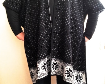 Women Poncho, Long Knit Cardigan, One Size, Plus Size Kimono Tunic, ,Black Light Gray Patterned Wrap, Cozy Cover Up
