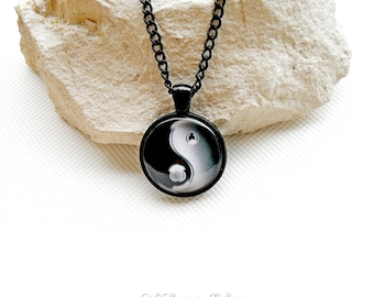 Yin Yang black necklace chain, glass cabochon yin yang round, female yin and yang pendant necklace, personalized women's day-night necklace,