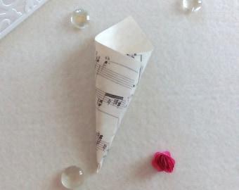 Small printed confetti Cones Kit brings rice/score-Theme Music