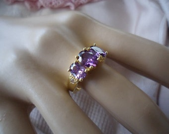 Antique vintage gold ring with trio of Amethyst Lavender stones ring size 7