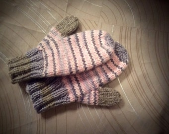 Childs acrylic mittens,2-4 yr old, hand knit mittens, Childs mittens,acrylic mittens, mittens, hand knit, classic knit mittens, made in USA